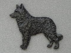 Mudi - Brooche Figure